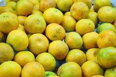 Dit beeld is over sinaasappel in markt, Thailand Stock Foto