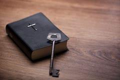 Dit boek opent de deur voor godsdienst royalty-vrije stock foto