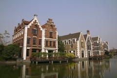 Dit is een plattelandshuisje op de rivierbank van China Stock Foto