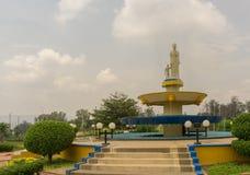 Dit is een standbeeld in het midden van het park van de rotonde stock foto