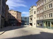 Dit is een streetview die op een studiopartij wordt gevestigd die een historische stad simuleren plaatsend zoals de Stad van New  stock foto