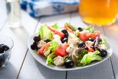 Diät und gesunder Mittelmeersalat Lizenzfreies Stockbild