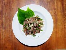 Dit is varkensvlees en rijstworst die met kruiden wordt gemengd royalty-vrije stock afbeeldingen
