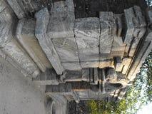 DIT IS VESTING VAN DE BEELD DE MOOIE YAPAHUWA ROTS VAN SRI LANKA stock afbeelding
