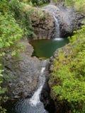Dit zijn Tiered watervallen langs een wandelingssleep op Maui dichtbij de 7 Heilige Pools leidend aan de bamboebossen Royalty-vrije Stock Foto
