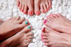 Dita del piede dipinte variopinte Fotografie Stock
