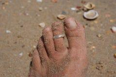 Dita del piede sulla spiaggia fotografia stock