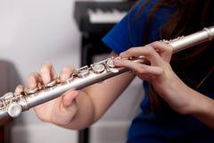 Dita su una flauto Immagini Stock Libere da Diritti