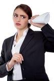 Dites ce qui ? Femme d'affaires écoutant et essayant de comprendre - stockez l'image Images libres de droits