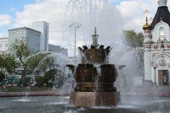 ?ditorial R?gion d'Iekaterinbourg, Sverdlovsk, Russie, mai 2019 Fontaine sur la place de travail photo stock