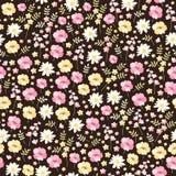 Ditsy blom- sömlös modell i vektor Gulliga små blommor i rosa, gula och vita färger på mörk bakgrund royaltyfri illustrationer