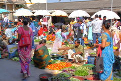 DIU, INDIA - JANUARI 9, 2014: Voedselmarkt in Diu-Eiland royalty-vrije stock afbeelding