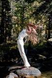 Diva da ioga da floresta Imagens de Stock Royalty Free