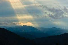 Divcibare山风景与黑暗的云彩的在日落 免版税图库摄影