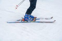 DIVCIBARE, SERVIË - MAART 6, 2017: De ski van het Nordicagts merk op sneeuw royalty-vrije stock fotografie