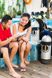 Dive master and student in Asian diving school Royalty Free Stock Photos