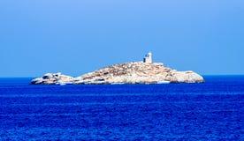 Diveboats a ancré près de l'île devant Portoferraio photo stock
