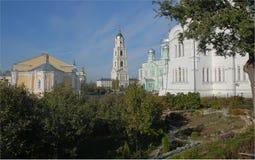 Diveevo Monastero della st Serafino di Sarov Vista dalle scanalature Immagini Stock Libere da Diritti