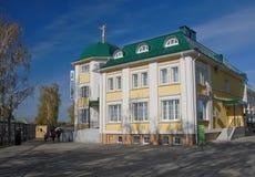 Diveevo Sarov圣六翼天使修道院  议院香客 图库摄影