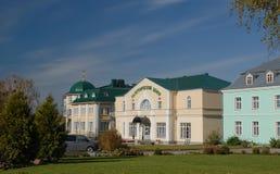 Diveevo Sarov圣六翼天使修道院  香客中心 免版税库存照片
