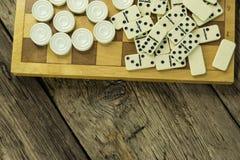Divers échiquier de jeux de société, jouant des cartes, dominos photo stock