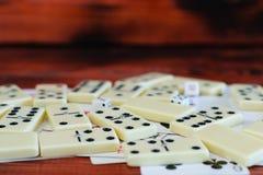 Divers échiquier de jeux de société, jouant des cartes, dominos Image stock