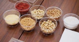 Divers épices, écrous et additifs sur la table photographie stock libre de droits