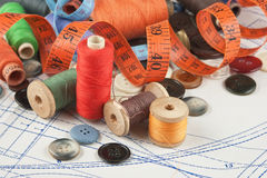 Divers accessoires de couture dans l'arrangement Photos stock