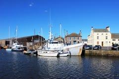 Divers bateaux en bassin de dock de Glasson, Lancashire Image libre de droits