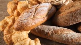 Divers brood en gehele tarwe stock video