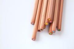 Divers crayon de couleur sur le fond blanc pour créatif Photo libre de droits