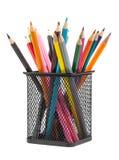 Divers crayons de couleur dans le récipient en métal photo stock