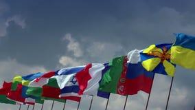 Divers drapeaux de différents états Pour le sommet, réunion, négociations banque de vidéos