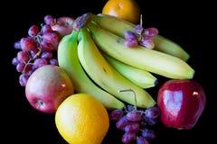 Divers fruit op zwarte achtergrond Stock Afbeelding
