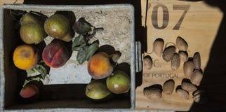Divers fruits et amandes, Portugal photo stock