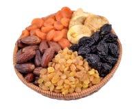 Divers fruits secs dans la cuvette en osier Photographie stock