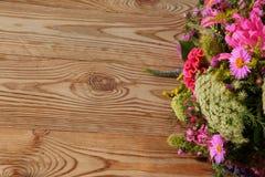 Divers genres de fleurs dans beaucoup de couleurs Image stock
