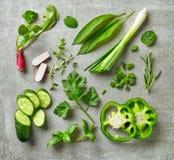 Divers herbes et légumes frais photos libres de droits