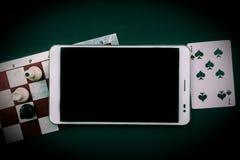 Divers jeux de société avec le PC de comprimé Photo stock