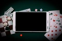 Divers jeux de société avec le PC de comprimé Image libre de droits