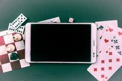 Divers jeux de société avec le PC de comprimé Images stock