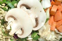 Divers l?gumes coup?s, carotte, chou, laitue, lentilles, m photographie stock