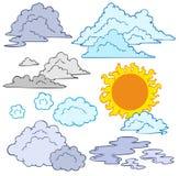 Divers nuages et Sun Photos stock