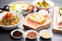 Divers plats libanais/cuisine méditerranéenne Photos stock