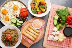 Divers plats libanais/cuisine méditerranéenne Image libre de droits