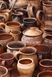 Divers pots et cuvettes d'argile Image stock
