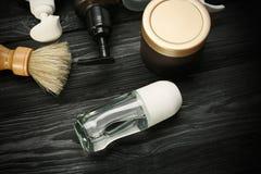 Divers produits cosmétiques avec le désodorisant pour les hommes Photographie stock