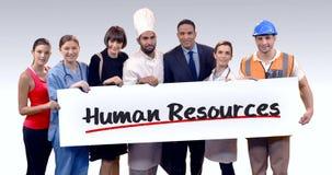 Divers professioneel holdingsaanplakbiljet van personeelstekst stock videobeelden