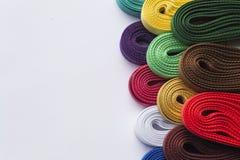 Divers rubans colorés sur le fond blanc Photo de plan rapproché Image libre de droits