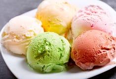 Divers scoops de crème glacée  photos stock